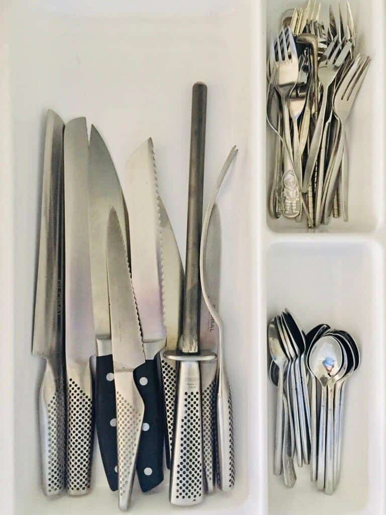 Kitchen knives in the drawer which is very dangerous. not stored safely at all