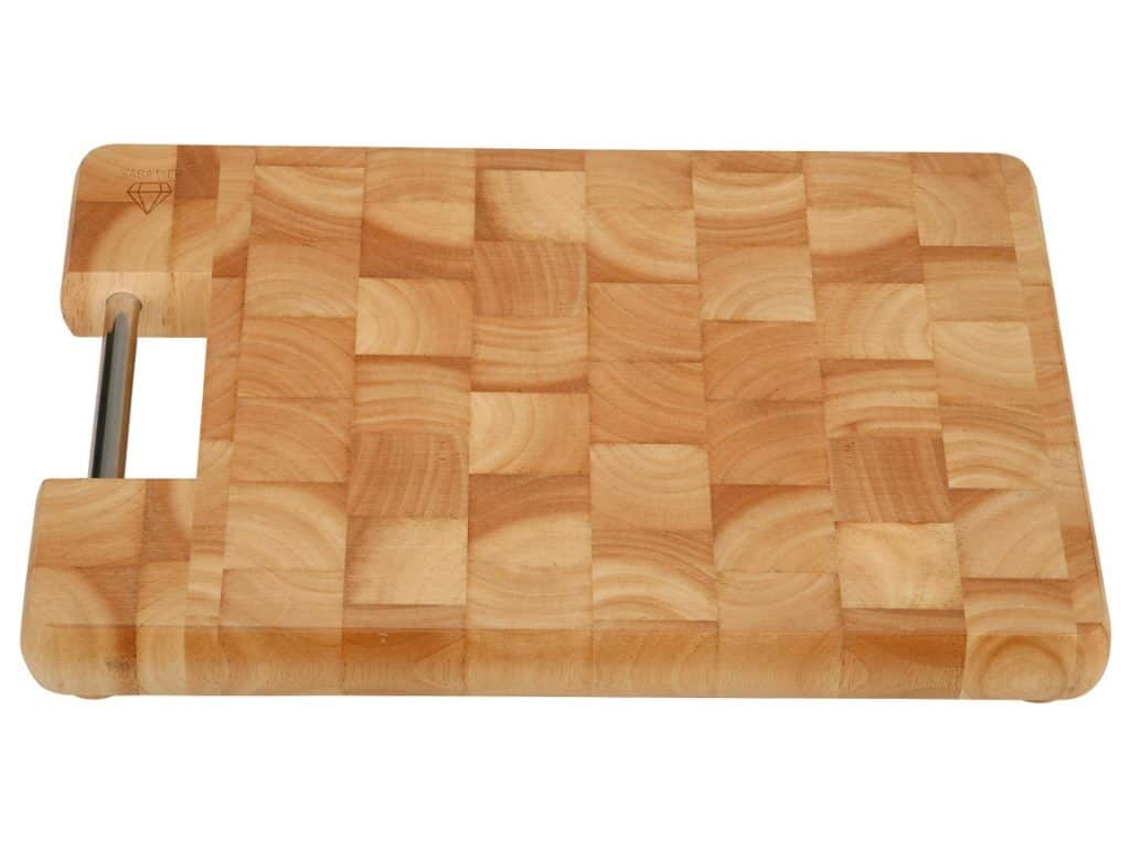 picture of a wooden kitchen cutting board.