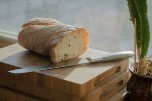 What kitchen knives do I need? Bread knife The serrated blades of bread knives are able to cut soft bread without crushing it.
