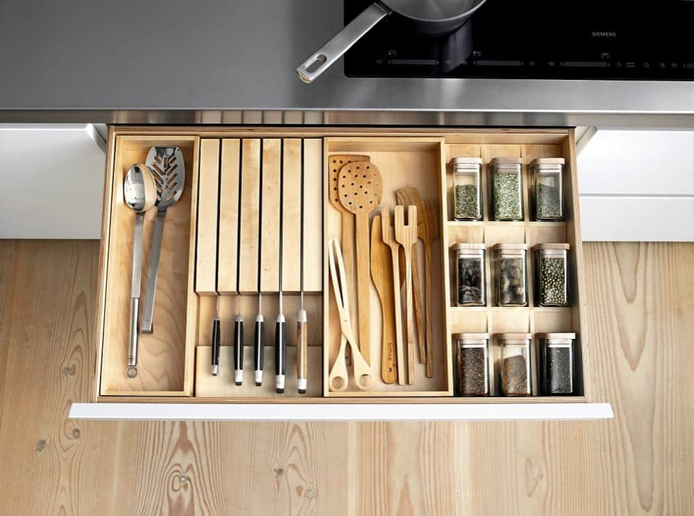 How to store my kitchen knives safely well stored and very safe kitchen knife set.